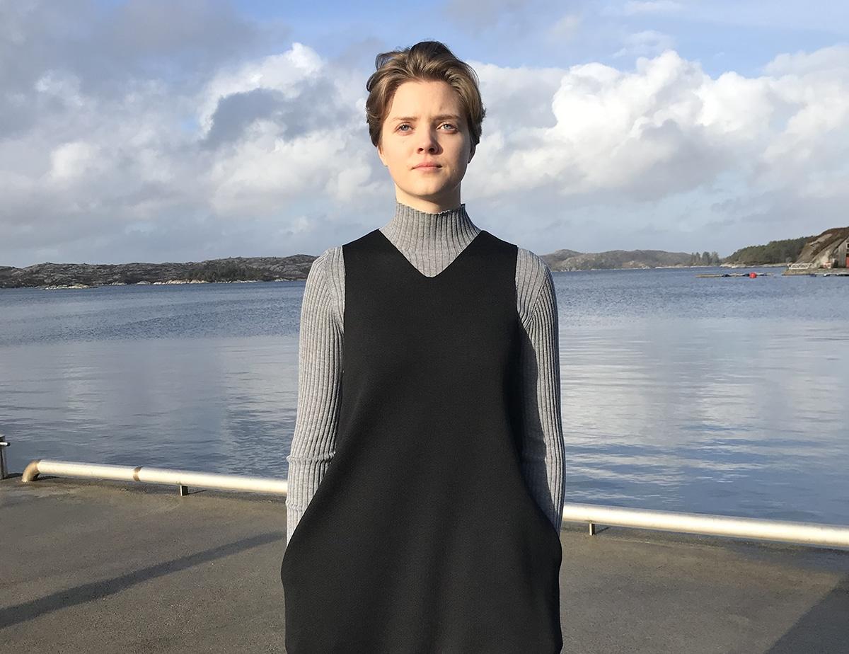Rib genser og V-hals kjole